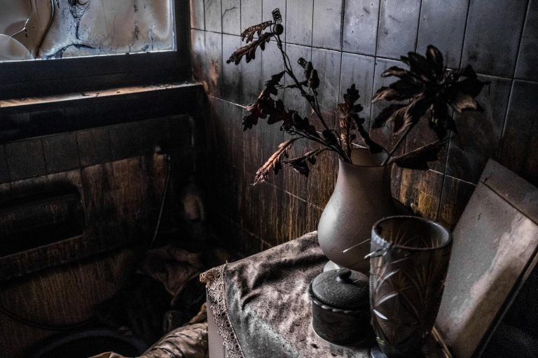 Mati, Athens, Greece, | November 29, 2018 | Photo #9 | The interior of a destroyed bathroom in an abandoned apartment complex. Photo: Joris van Gennip