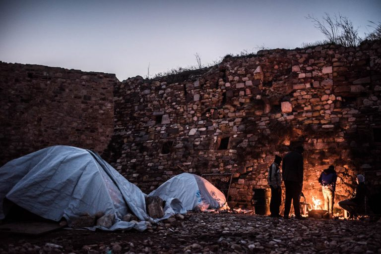 Making a fire is the only way to provide heating during the cold nights in Souda camp. The  camp does not provide heating systems. The cover provided by tents, extra blankets and these fires are the only ways to cope with the cold.