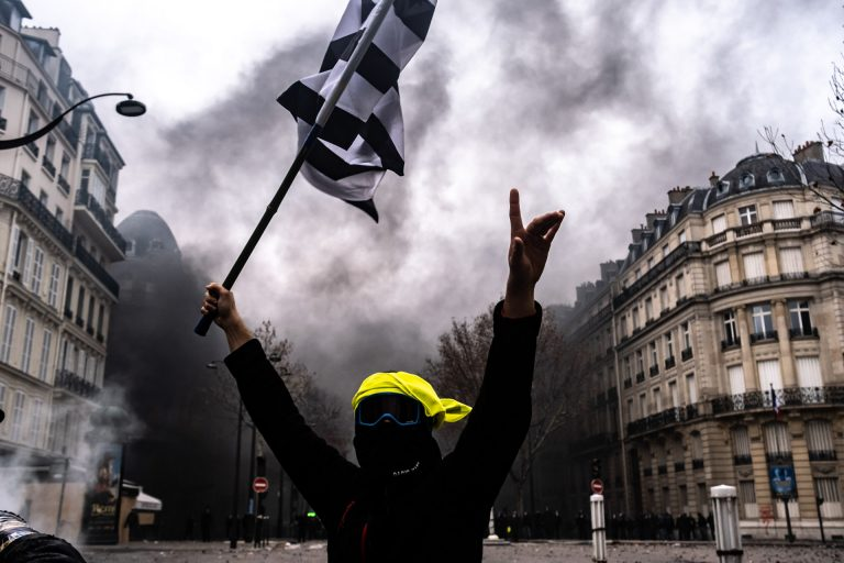 France, Paris, December 8, 2018 | Photo #3 | Various vehicles are burning, causing black smoke covering the streets of Paris during clashes between Yellow Jacket protesters and riot police. Photo: Joris van Gennip